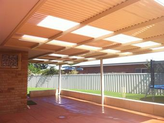 Flat patio with polycarbonate skylights - Great Aussie Patios