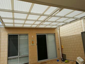 Flat patio with polycarbonate roofing