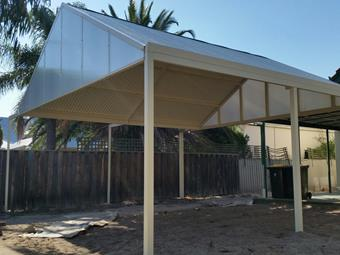 Double carport in Classic Cream with Ice Sunlite endfills