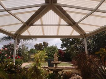 Hipend patio with polycarbonate roof