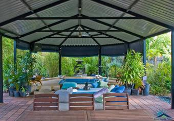 Hipend patio in a tropical setting
