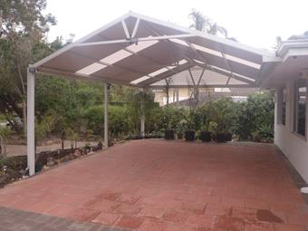 Gable carport with raised chords and polycarbonate endfill